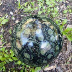 sphère jaspe kambaba